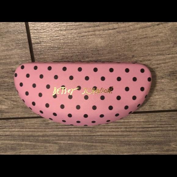 Betsey Johnson Accessories - Betsey Johnson hard clam shell sunglasses case